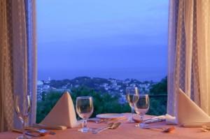 高台にある海の見えるレストラン